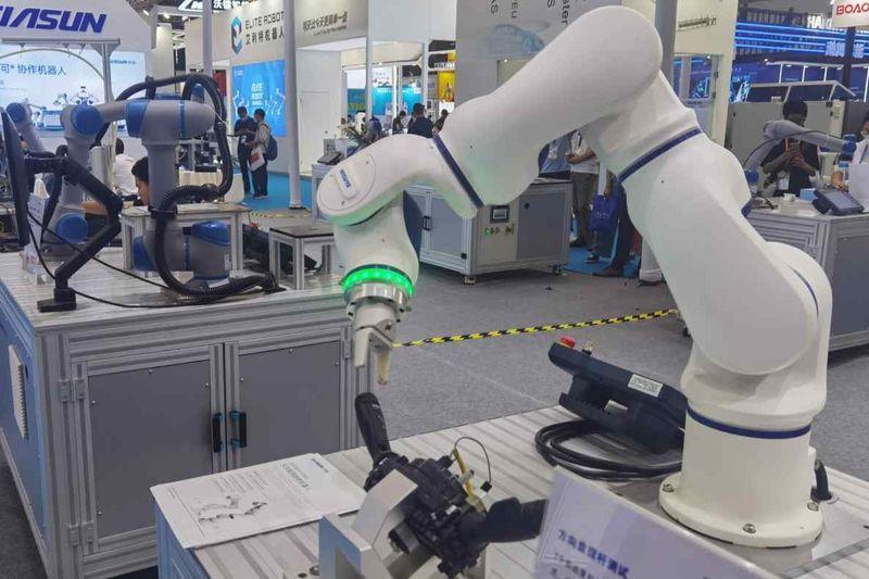 Китайските индустриални роботи набират скорост в надпреварата с японските и европейските конкуренти