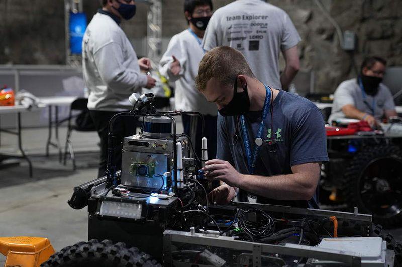 Осем отбора показаха роботизирани системи за екстремни условия в DARPA Subterranean Challenge 2021